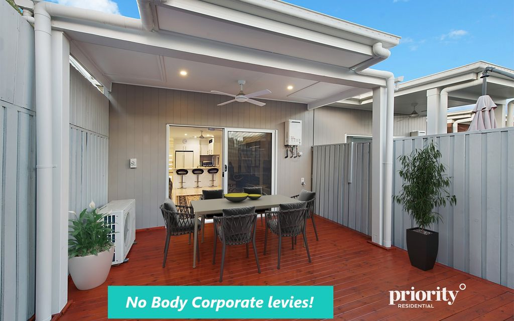 Absolutely impeccable, spacious and convenient lowset home, like new!