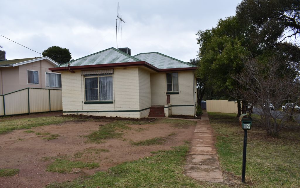 Neat & tidy 3 bedroom  home ready to move straight in