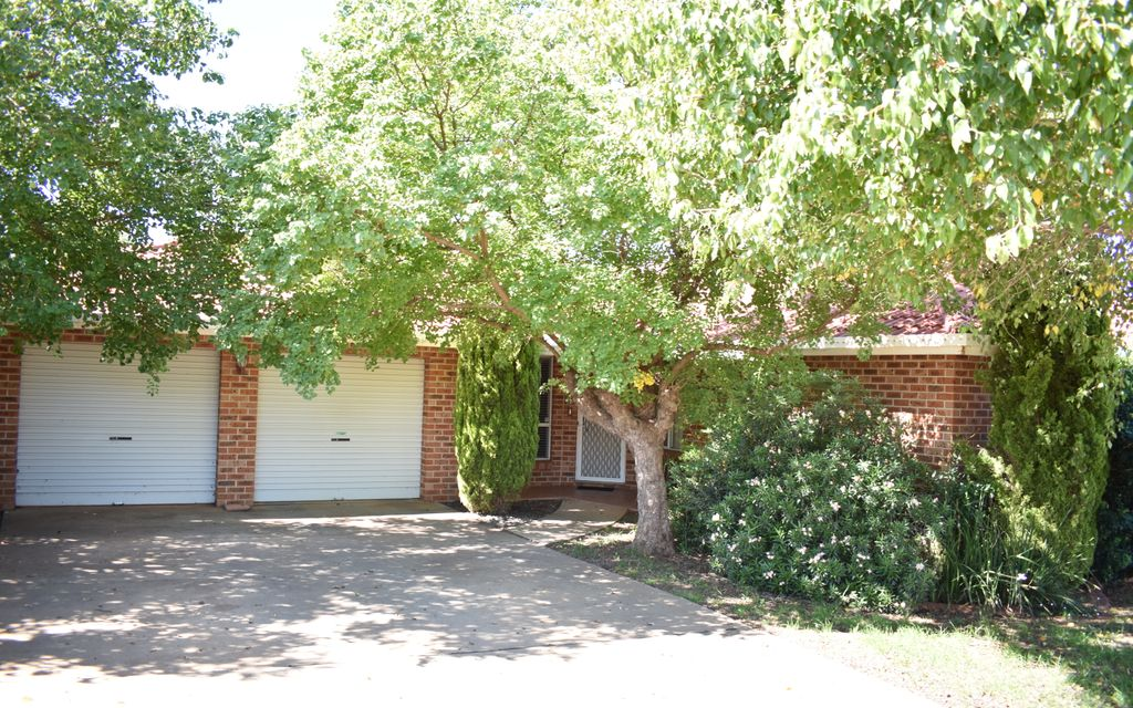 Furnished Three Bedroom Home East Parkes – Available to view now