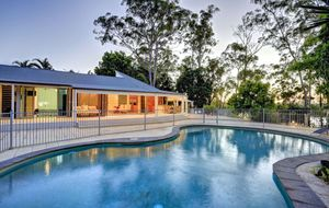 ULTIMATE ENTERTAINMENT HOME WITH DIRECT RIVER ACCESS