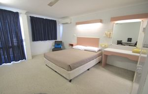 Furnished studio in the heart of Emu Park. 3 month lease available.