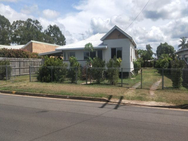 LARGE BLOCK - OPPORTUNITY FOR DUAL LIVING