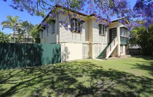 GORGEOUS QUEENSLANDER IN AN EVER POPULAR CENTRAL LOCATION!