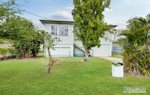 AN IMMACULATE 3 BEDROOM WEATHERBOARD HOME FULLY ENCLOSED UNDER WITH EXTRA ROOMS.