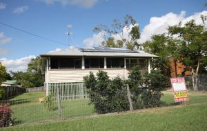 Highset home on large 900m2 block - Solar Power and Solar Hot water...