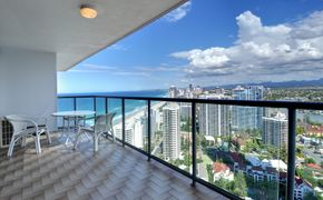 Peninsula Apartments - In the heart of Surfers Paradise On the Beach