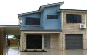 Modern 2 Storey Townhouse in Great Location