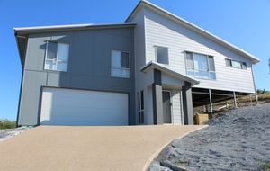 Custom built home with ocean views in Seaspray