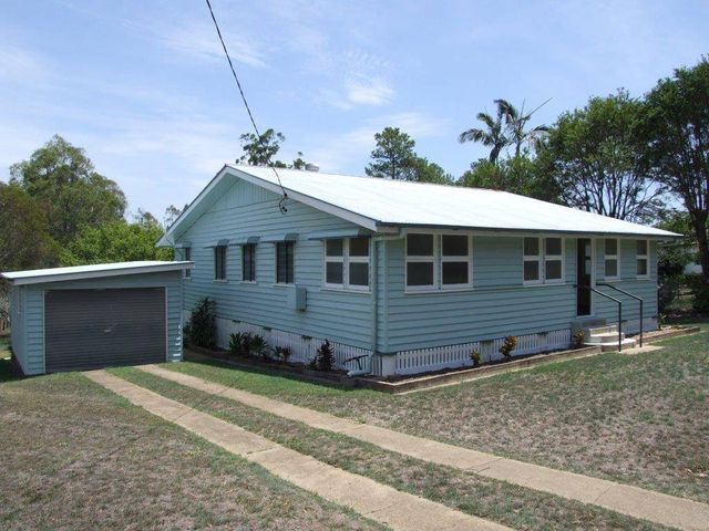 A Neat Renovated Queenslander in hearty community