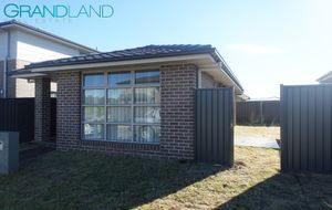 Beautiful Brand New Granny Flat with Privacy And Convenience!