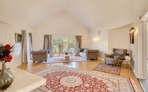 Renovated Ex Display Home - Just Perfect!