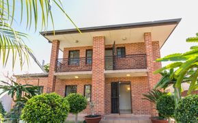 ***DEPOSIT RECEIVED**OPENS CANCELED** 3 BEDROOM TOWNHOUSE WITH PRIVATE ENTRANCE