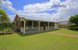 BRICK HOME WITH GRANNY FLAT CLOSE TO HOSPITAL, SHOPPING CENTRE AND SCHOOL!