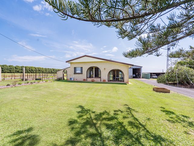 COUNTRY LIVING ON THE CITY FRINGE - MASSIVE PRICE DROP!
