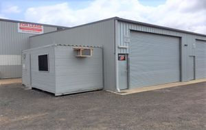 FANTASTIC SHED WITH OFFICE, GREAT FOR THE TRADIE
