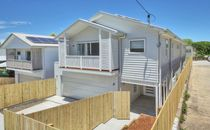 Brand New Contemporary 5 Bedroom Homes in Annerley. Solar power included!