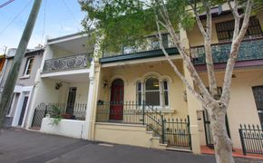 IMMACULATE TERRACE IN A PRIME INNER CITY LOCATION!