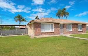Fully Fenced three bedroom home with spa bath