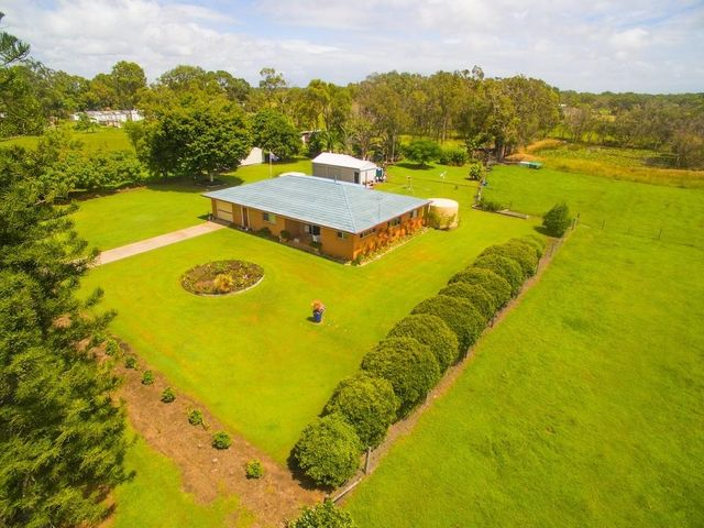 WELL BUILT 3 BEDROOM HOME ON 1.2 HECTARES!