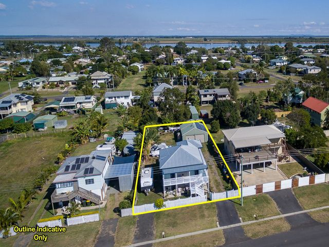 Beautiful Queenslander Style with Dual Living Potential.