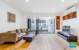 Stunning CBD fringe furnished Three Bedroom Townhouse