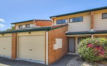 2 storey townhouse with private fenced courtyard