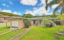 Lowset brick and tile home in great location