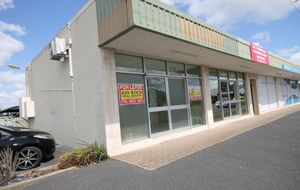 MODERN AIR CONDIRIONED SHOP - HIGH EXPOSURE LOCATION - EXCELLENT FITOUT - OFF STREET CAR PARK.