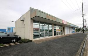 MODERN WELL AIR CONDITIONED SHOP WITH OFF STREET CAR PARK - HIGH EXPOSURE LOCATION.