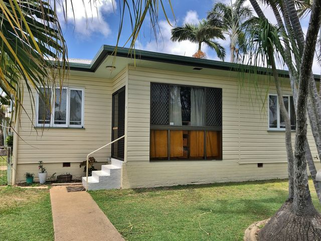 COLONIAL STYLE HOME 5MINS FROM CBD