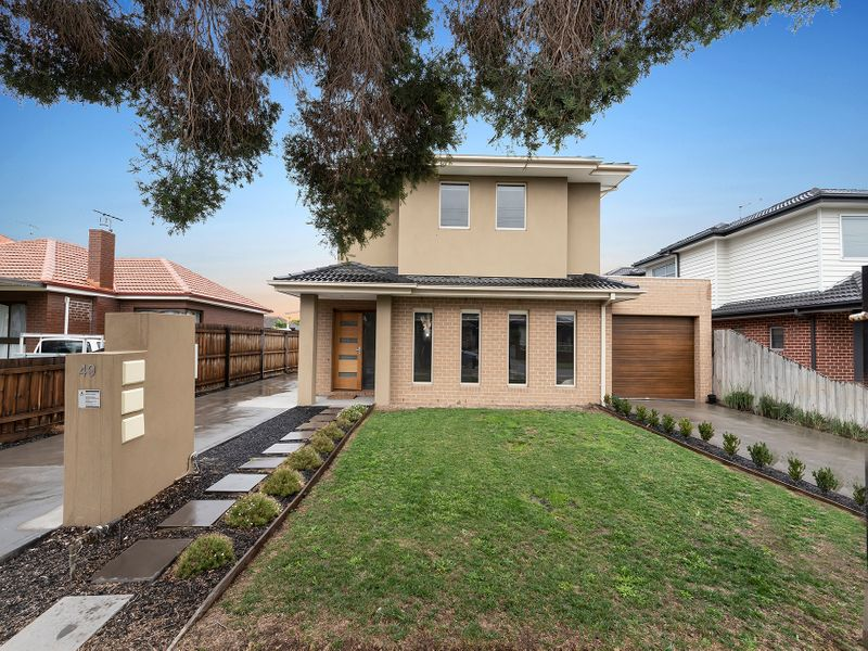 SUPERB TOWNHOUSE LIVING - AVAILABLE NOW $540 PW