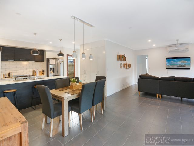 UNDER APPLICATION - Light & Bright & Well located in Parklakes