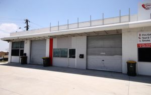 PRIME BRUCE HIGHWAY EXPOSURE WITH EASY KNIGHT STREET ACCESS - MODERN BUILDING LARGE CAR PARK.