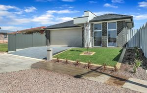 BRAND NEW QUALITY BUILT 3 BEDROOM FAMILY HOME WITH A DOUBLE GARAGE & 2 BATHROOMS & 2 TOILETS