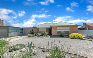BEAUTIFUL 3 BEDROOM FAMILY HOME WITH A DOUBLE GARAGE & OUTDOOR ENTERTAINING CLOSE TO LINEAR PARK