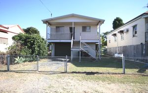 HIGH-SET - 3 BEDROOMS - CONCRETE & LOCKABLE UNDER - FENCED YARD