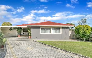 WELL ESTABLISHED 3 BEDROOM FAMILY HOME WITH A LARGE RUMPUS ROOM!
