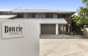 STYLISH, HIGHLY DESIRABLE TOWNHOUSE WITH GARDEN