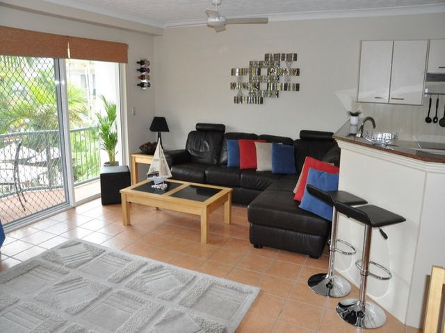 100 metres to the Beach. 2 Bedroom North Facing Unit