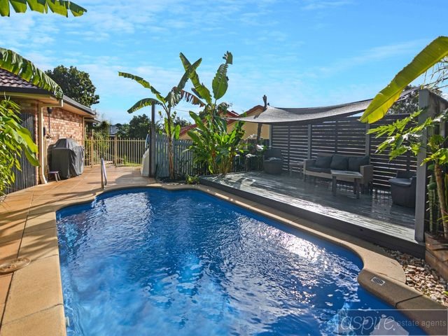 ** SPLISH SPLOSH SPLASH! GET SET FOR SUMMER WITH THIS 4 BED PLUS A LARGE STUDY HOME WITH HEATED POOL & SOLAR POWER!**