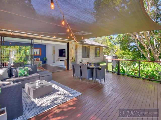 * STUNNING ENTERTAINERS DREAM HOME WITH NO NEAR NEIGHBOURS TO FRONT, ELEVATED VIEW & CUL DE SAC! ***