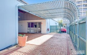 LARGE 246m2 COMMERCIAL OFFICE IN A PRIME HIGH EXPOSURE CITY LOCATION