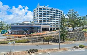 STUDIO UNIT IN A PRIME OCEAN FRONT LOCATION - INGROUND POOL IN COMPLEX AND OFF STREET CAR PARKING