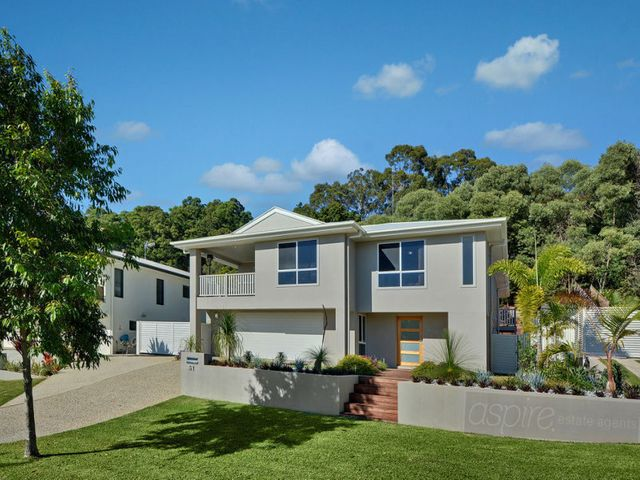 ***COMMANDING STUNNING PANORAMIC VIEWS..WIDE SIDE ACCESS FOR VAN AND BOAT AND 1004m2 BLOCK..THIS IS SPECIAL!!***