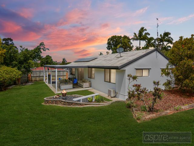 *** AN IMMACULATE HOME, YOU'LL BE BESOTTED WITH! NEAT AS A PIN AND POSITION PERFECT ON A 762m2 BLOCK! ***