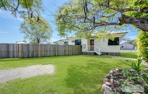 FULLY RENOVATED LOW SET HOME - 3 BED - OUT DOOR AREA - AS NEW KITCHEN - SHED - FENCED 873m2 ALLOT