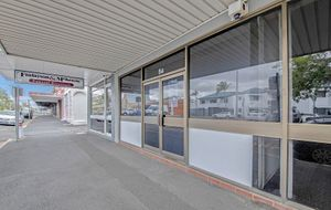 $200 per week - AFFORDABLE PRIME GROUND FLOOR WELL AIR CONDITIONED OFFICE WITH AN EXCELLENT FIT OUT .