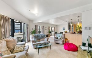 WOW! Supersized Central Penthouse Apartment