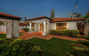 PARADISE ISLAND - Beautifully Maintained Classic Gold Coast Home