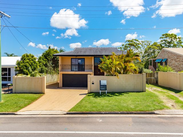 Spacious family home spread over 2 levels with hinterland views!
